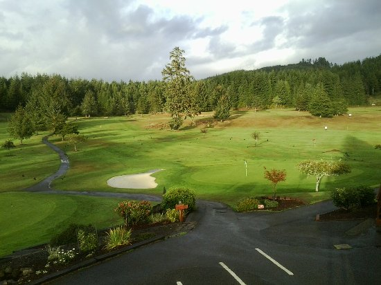 Reedsport, Oregón: No. 9 Green brings you back to the Pro Shop to complete your round, or continue for another 9.