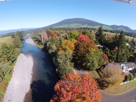 Creel Tackle House & Cafe: The Tongariro River Trail behind the Cafe