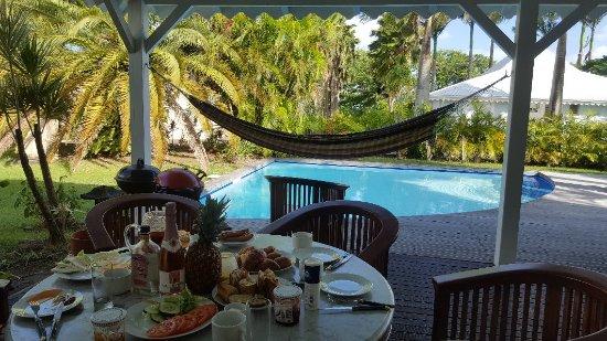 Entr e de la villa photo de aquarelle 39 s villas sainte for Aquarelle piscine hotel seneffe