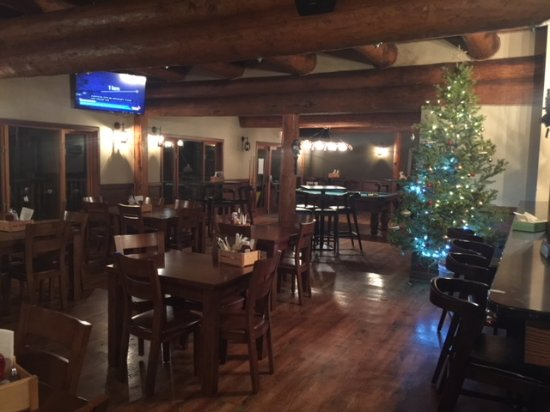‪‪108 Mile Ranch‬, كندا: Lumberjack Restaurant Downstairs Pub‬