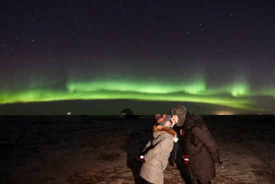 Reikiavik, Islandia: What's more romantic than a kiss under the Northern Lights in freezing cold Arctic air