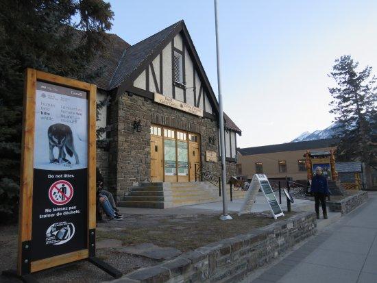 Banff Visitor Centre: Exterior 1