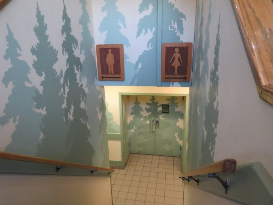 Banff Visitor Centre: Convenient washrooms downstairs