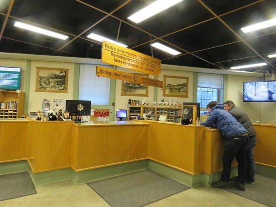Banff Visitor Centre: Helpful staff