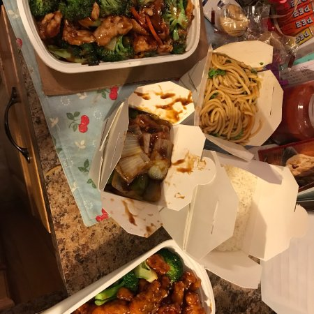 Comstock Park, Μίσιγκαν: Chicken and broccoli, pepper steak with onions, sesame chicken and rice