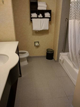 Parsippany, نيو جيرسي: Could eat off the floor in this bathroom.