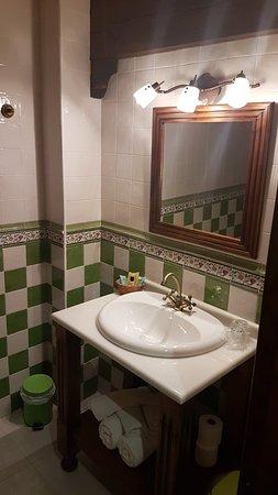 Hotel Casona La Hondonada: LAVABO