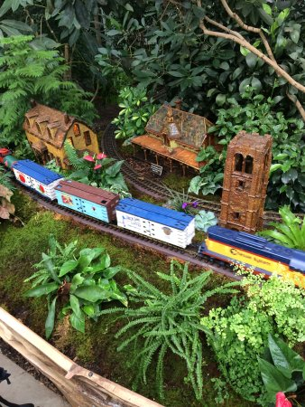 New York Botanical Garden: Trains At The NYBG Christmas Train Show