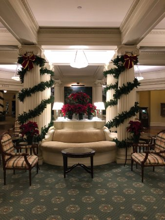 Hot Springs, VA: One of the main side rooms/parlors decorated for Christmas