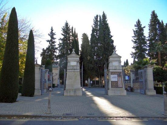 Granada Cemetery Walls Memorial: the gate