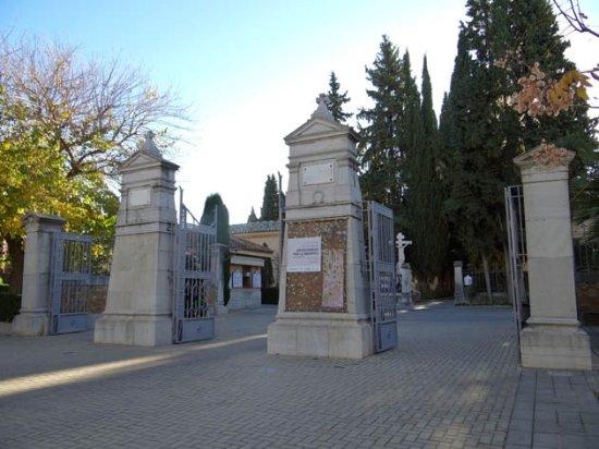 Tapias del Cemeterio de Granada