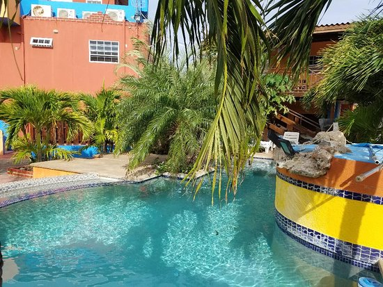 Nos krusero apartments sabana westpunt curazao for Apartahoteles familiares playa
