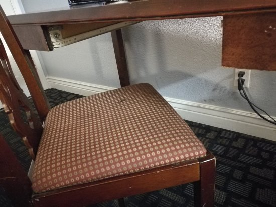 Berkeley Rodeway Inn: stained, broken, worn furnishings and dirty walls