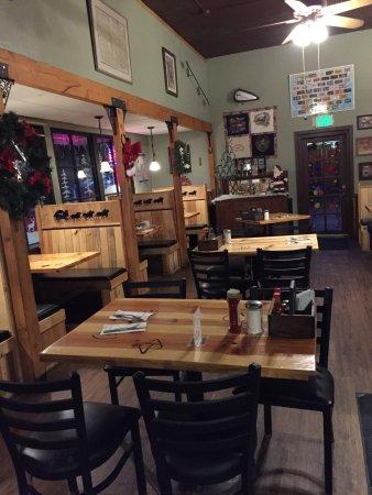 Descanso, CA: Cozy dining