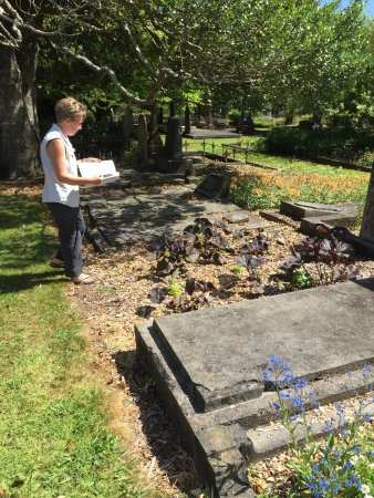 New Plymouth, New Zealand: Searching for an unmarked grave.