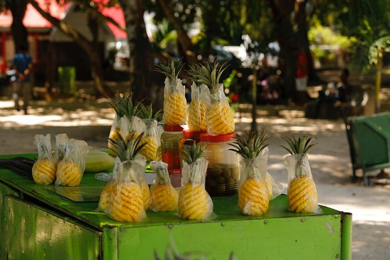 Pereybere Beach: Pineapples are sweet.