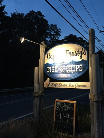 Captain Frosty's Fish & Chips: 店外招牌