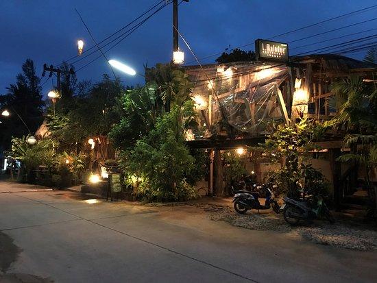 L. Maladee Restaurant : street view