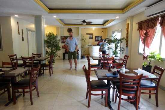Kolonia, Negara Federasi Mikronesia: Hotellets matsal var enkel men bekväm.