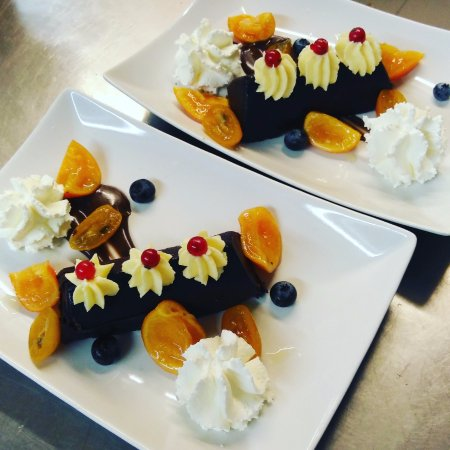 les desserts de noel picture of la brasserie des arts montpellier tripadvisor. Black Bedroom Furniture Sets. Home Design Ideas