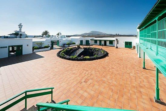 San Bartolome, Spain:  Vista plaza de los artesanos