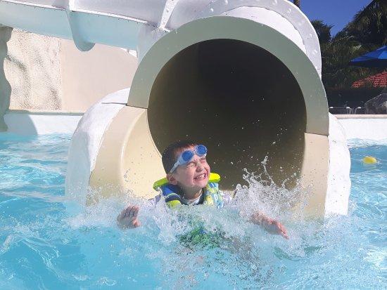 piscine pour enfants avec glissade d 39 eau picture of. Black Bedroom Furniture Sets. Home Design Ideas