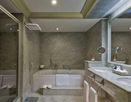 Gloria Verde Resort: King Suite