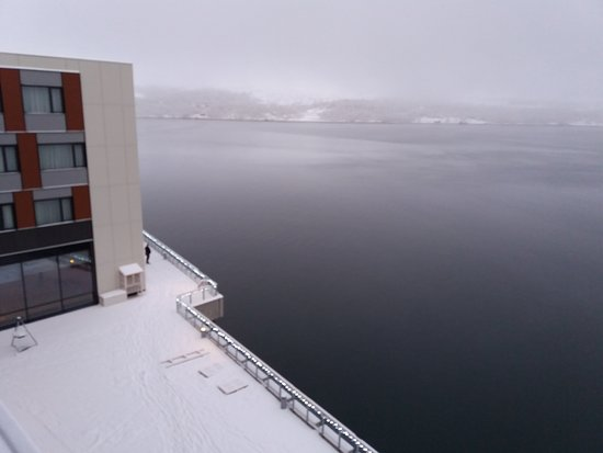 Thon Hotel Kirkenes: Front sea view