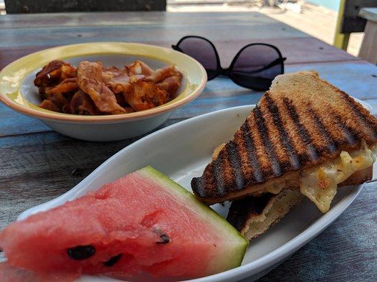Bugaloe Beach Bar & Grill: MVIMG_20171211_090420_large.jpg