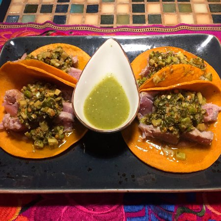 Oyamel: Tacos de atún sellado
