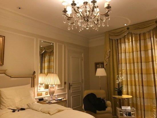 Four Seasons Hotel George V: Room