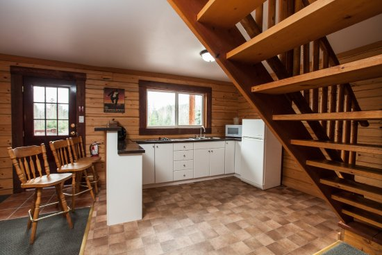 Glacier House Resort : Large Group Cabin with kitchenette, sleeps up to 12 people
