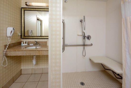 Roll In Shower Picture Of Hilton Garden Inn Greensboro Tripadvisor