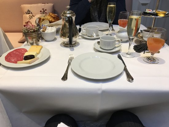 Pand Hotel Small Luxury Hotel: Champagne breakfast