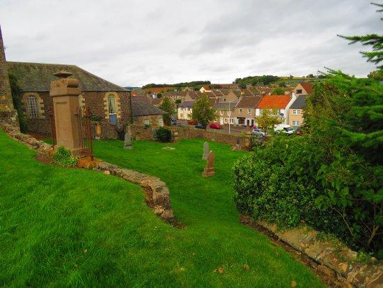 Auchtermuchty, UK: graveyard