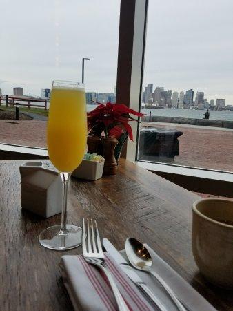 Hyatt Regency Boston Harbor: Morning view with Memosa