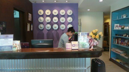 Sawasdee Hotel @ Sukhumvit Soi 8 Photo