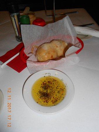 Maria's Pizzeria & Restaurant: fresh bread
