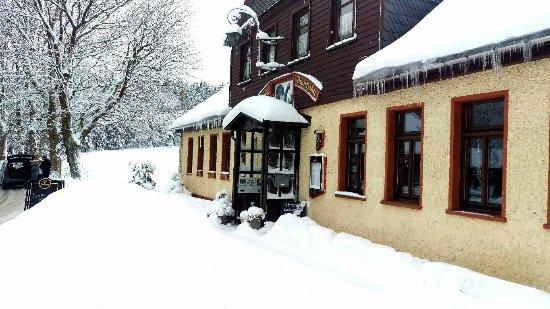 Ilmenau, Alemania: Das Winterwunderland am Waldgasthaus Auerhahn am 17.12.2017