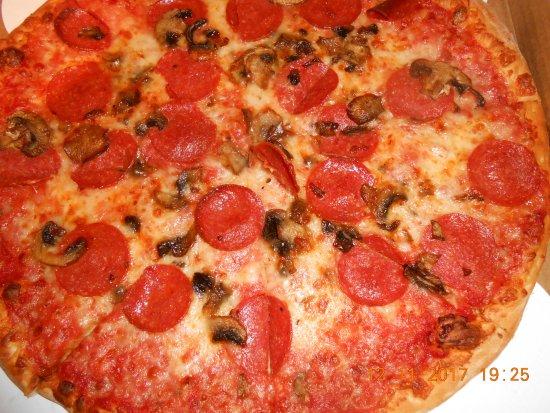 Maria's Pizzeria & Restaurant : pizza