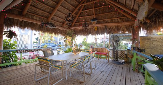 Beachpoint Cottages: Want to make new friends on vacation? Beachpoint has that. Common areas to share a drink or chat