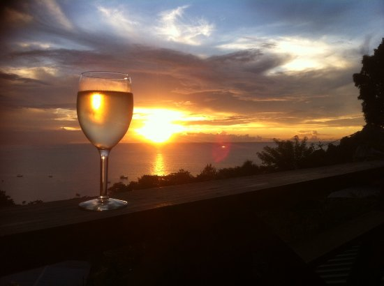 Carpe Diem Villa: Glass of Pinot Grigio at sunset Perfect end to a perfect day !