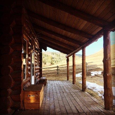 Black Diamond, Kanada: Loved our log cabin and host Dewey was the real deal