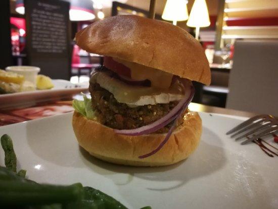 Villejust, Γαλλία: Burger végétarien