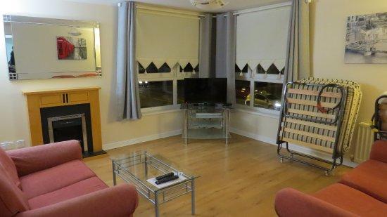 Lochend Serviced Apartments: Salotto Prima Che Diventasse La Terza Camera