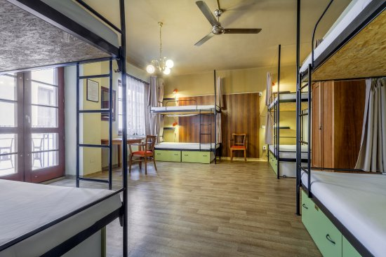 Little Quarter - Basic 8 Bed Mixed Dorm