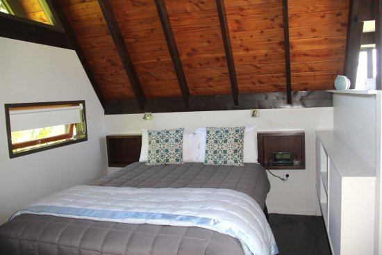 Very comfortable sleeping picture of coastal motor lodge for Coastal motor lodge thames