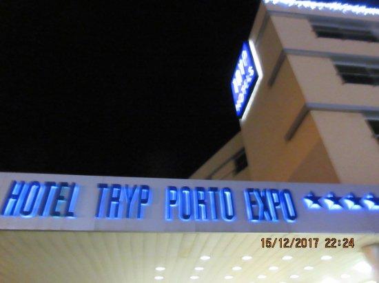 TRYP Porto Centro Hotel: Fachada do hotel