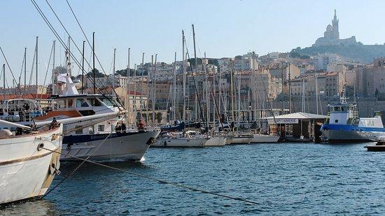 Marseille vieux port alter hafen im hintergrund notre dame de la garde photo de vieux - Pharmacie de garde marseille vieux port ...