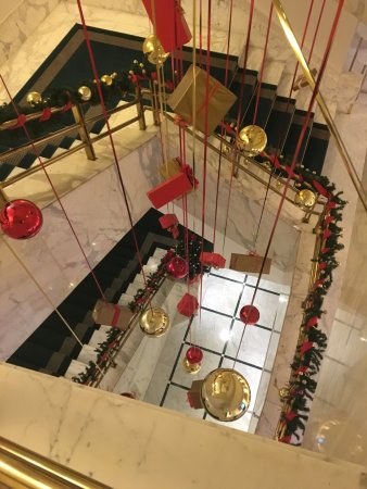 Radisson Blu Alcron Hotel, Prague: Tastefully decorated staircase for the holidays.